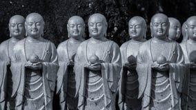 Sculptures en Bouddha en parc de Kamakura Symboles religieux du Japon photo stock