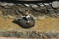 Sculptures en bronze à l'illustration publique permanente que le monde réel créé par le sculpteur américain Tom Otterness en Rock Images libres de droits