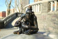 Sculptures en bronze à l'illustration publique permanente que le monde réel créé par le sculpteur américain Tom Otterness en Rock Image stock