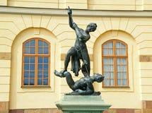 Sculptures en bronze devant le théâtre de cour de Drottningholm, Stockholm image libre de droits