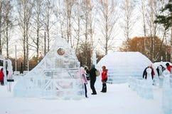 Sculptures en glace en stationnement de Sokolniki. Photographie stock