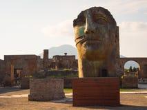 Sculptures en Igor Mitoraj dans des ruines de Pompéi photo libre de droits