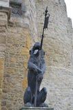 Sculptures en lion avec sa langue traînant Images libres de droits