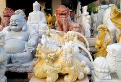 Sculptures en marbre de Bouddha sur le tissu Photographie stock libre de droits