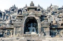 Sculptures en pierre antiques multiples de Bouddha sur le soulagement dans Bor Photo stock