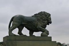 Sculptures en pilier de palais de lions de St Petersbourg Photographie stock libre de droits