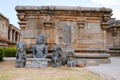Sculptures Jain excavées du 9ème-10ème siècle chez Panchakuta Basadi, Kambadahalli, secteur de Mandya, Karnataka Image libre de droits