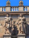 Sculptures sur la façade du buildi principal de station de train de Zurich Photo stock