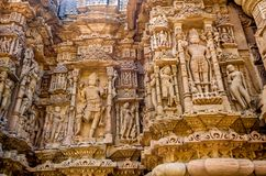 Sculptures sur le mur externe du temple de Modhera Sun photo stock