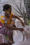Scultore nel Myanmar immagine stock