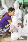 Scultore nel Myanmar fotografie stock
