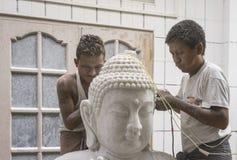 Scultori nel Myanmar fotografie stock
