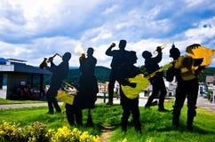 Scultpure folklorique de bande dans Castelrotto, Italie photo stock