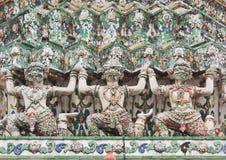Scultura antica di racconto del tempiale tailandese Fotografie Stock