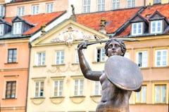 Scultura bronzea della sirena a Varsavia Città Vecchia Fotografia Stock Libera da Diritti