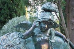 Scultura bronzea di piccoli angeli nel parco Fotografia Stock Libera da Diritti