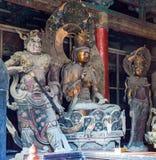 Scultura colorata di intaglio del legno in Mahavira Hall (Corridoio di cerimonia) del tempio di Down-Huayan Immagini Stock
