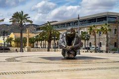 Scultura commemorativa al porto di Cartagine in Spagna fotografia stock