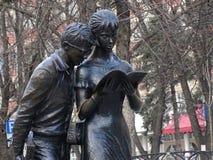 scultura davanti all'università politecnica Fotografia Stock Libera da Diritti