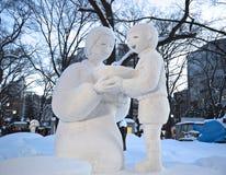 Scultura del bambino e della madre nel festival giapponese Hokkaido della neve Fotografia Stock Libera da Diritti