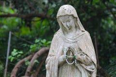 Scultura del calcare di St Mary in giardino Immagine Stock