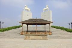 Scultura del cavallo del mausoleo di khan di genghis, adobe rgb immagine stock