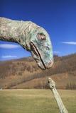 Scultura del dinosauro in un complesso turistico abbandonato Fotografia Stock Libera da Diritti