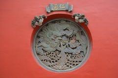 Scultura del drago decorata sulla parete Fotografia Stock