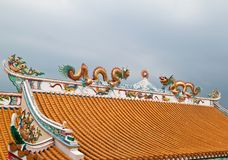 Scultura del drago sul tetto Immagine Stock