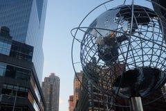 Scultura del globo a Columbus Circle, New York Fotografia Stock Libera da Diritti