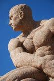 Scultura del granito dell'uomo (vista parziale) Immagine Stock