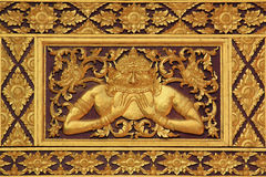 Scultura del legno di stile tailandese. Immagine Stock