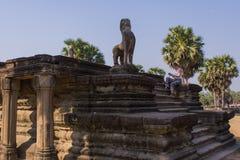 Scultura del leone in Ankor Thom cambodia Immagini Stock Libere da Diritti