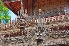 Scultura del monastero di Shwenandaw, Mandalay, Myanmar immagini stock libere da diritti