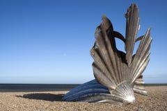 Scultura ?del pettine? sulla spiaggia di Aldeburgh, Suffo Immagini Stock Libere da Diritti