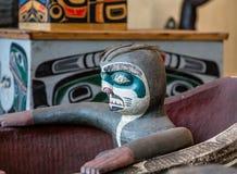 Scultura del totem in canoa inuit Immagini Stock Libere da Diritti