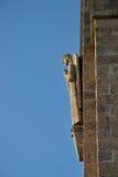 Scultura dell'angelo in facciata della chiesa in Penha, Guimaraes, Portogallo fotografia stock