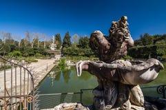 Scultura dell'arpia nella fontana dell'isola, Firenze, Italia Fotografia Stock