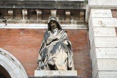 Scultura dell'entrata del cimitero di Roma immagini stock