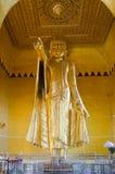 Scultura dell'oro di indicare di Buddha Fotografia Stock Libera da Diritti