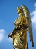 Scultura dell'oro di un angelo Fotografie Stock Libere da Diritti