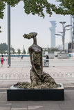 Scultura della ragazza nel parco olimpico di Pechino Fotografia Stock