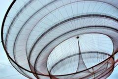 Scultura della rete pubblica del ` s di Janet Echelman in rotonda, Matosinhos fotografia stock libera da diritti