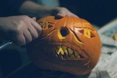 Scultura della zucca per Halloween Immagini Stock Libere da Diritti