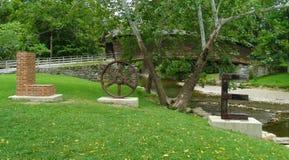 Scultura di amore al ponte coperto a dorso d'asino, la Virginia, U.S.A. Immagine Stock