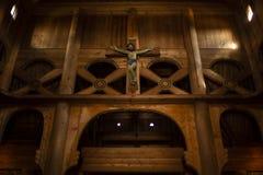 Scultura di Cristo in chiesa di legno fotografia stock