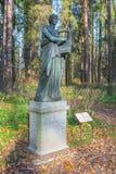 Scultura di Erato nel parco di Pavlovsk Immagini Stock