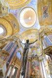 Scultura di Gesù ed interno della basilica Immagine Stock Libera da Diritti