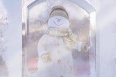Scultura di ghiaccio del pupazzo di neve fotografia stock