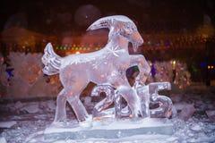 Scultura di ghiaccio delle pecore - il segno di 2015 anni in zo cinese Immagine Stock